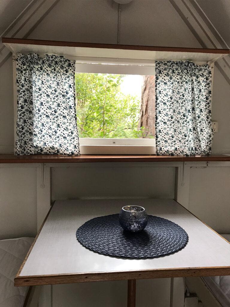 Fjällbacka Camping - Minibungalow window
